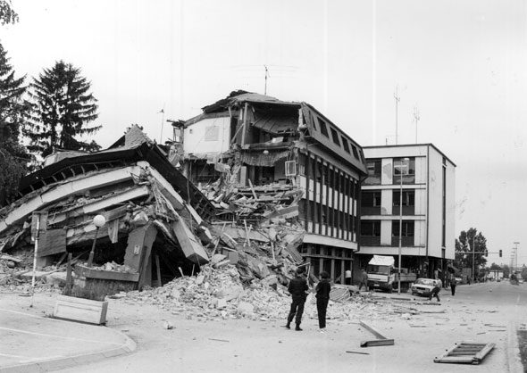 Zgrada SUPa u Valjevu, srušena u NATO bombardovanju 1999. godine