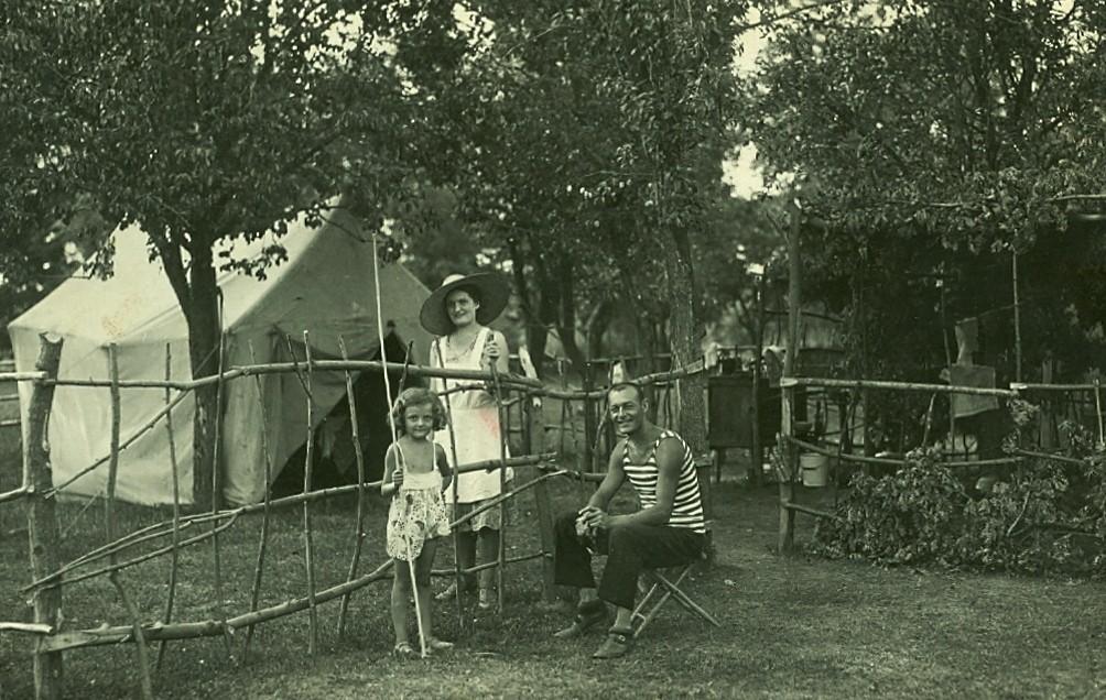 Ljubica, Vera i Momčilo u Valjevu, 1930.