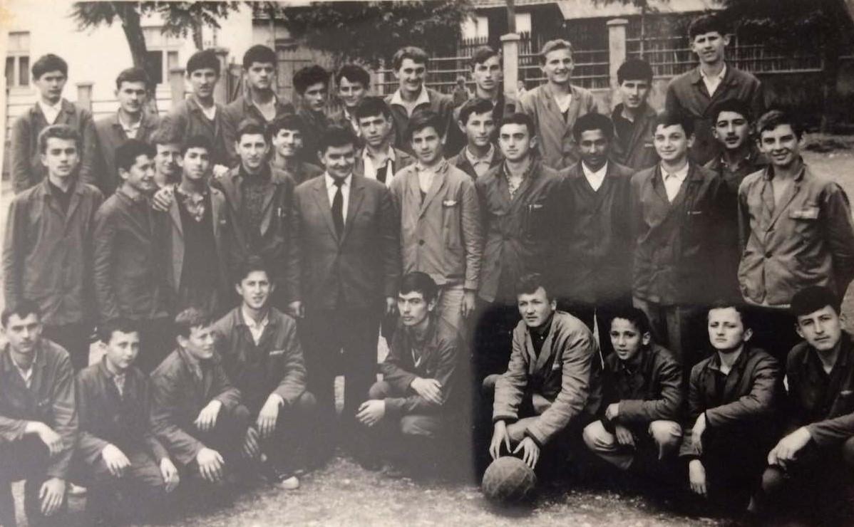 Muško I-3 Valjevske gimnazije, 36 momaka, sa razrednim Milanom Tripkovićem