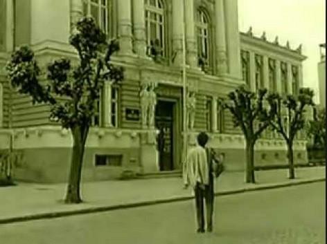 Miki Jevremović ispred Gimnazije.  Pesma Ti i ja (Kolubara)