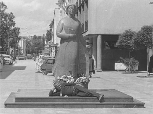 Spomenik Desanki 25 Godina Sa Nama Revija Kolubara