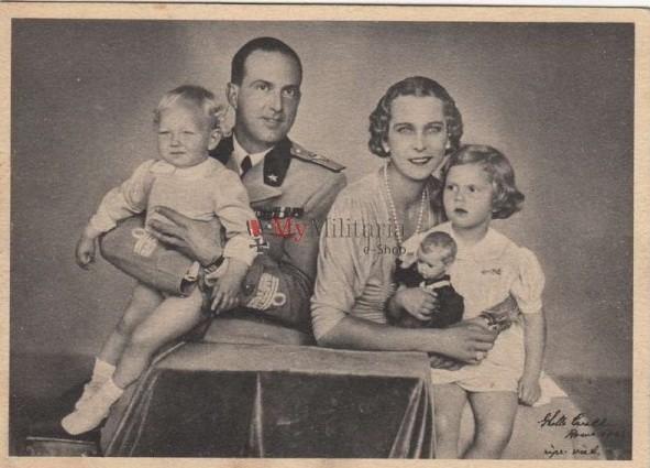 Prinčevski par sa prvorođenom decom: Marijom Pijom i Vitorijom Emanuelom. Marija Pija će se 1955. godine udati za Aleksandra Pavlovog Karađorđevića sa kojim će imati četvoro dece.