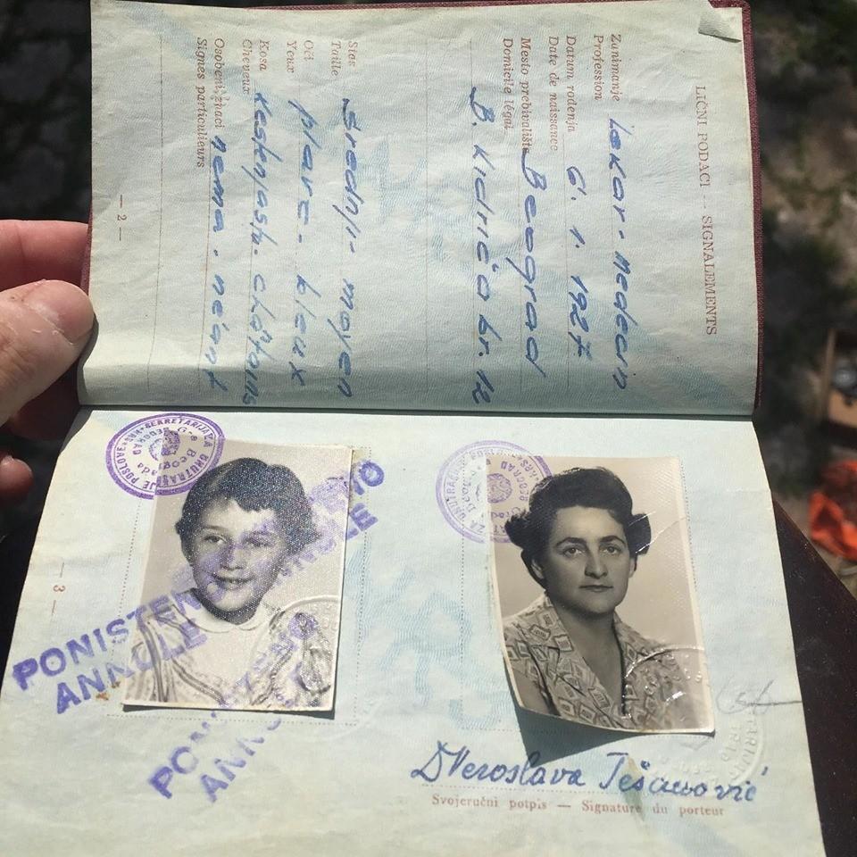 Priv pasoš i to diplomatski
