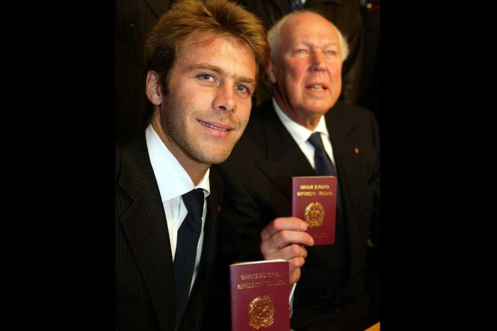 Unuk i sin poslednjeg Italijanskog kralja: građani Emanuele Filiberto i Vitorio Emanuele sa italijanskim pasošima koje su dobili 2002. godine kao i pravo da mogu da stupe na tlo Otadžbine