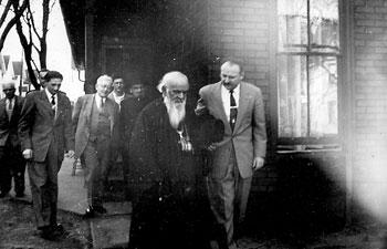 Episkop Nikolaj Velimirovic i Borivoje M. Karapandzic